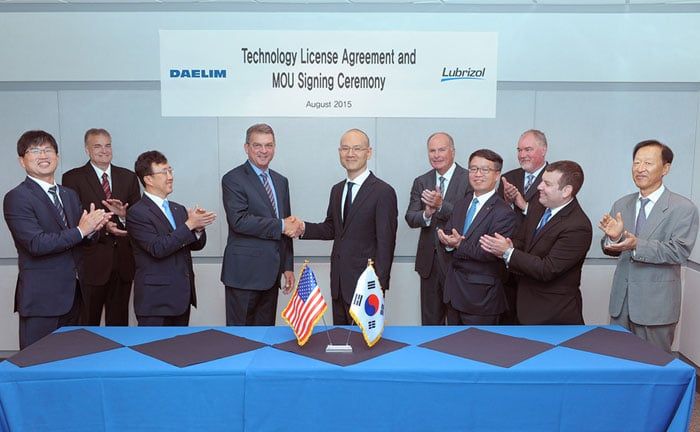 Representatives from Daelim and Lubrizol sign a technology license agreement on PIB production on Aug. 21 in Cleveland, Ohio.