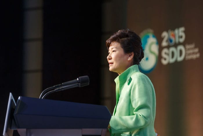 President Park Geun-hye gives the keynote speech at the Seoul Defense Dialogue on Sept. 9 in Seoul.