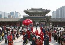 Gyeongbokgung_gateguard_ceremony_2016March.jpg