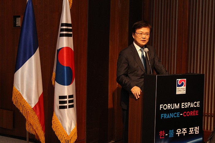 Minister of Science, ICT and Future Planning Choi Yanghee expresses the Korean government's will to bolster cooperation in space with France at the Korea-France Space Forum.