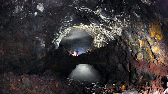 Lava bridges are found in the Utsanjeongul Cave, part of the Volcanic Caves of the Upper Geomunoreum Lava Tube System, Natural Monument No. 552.