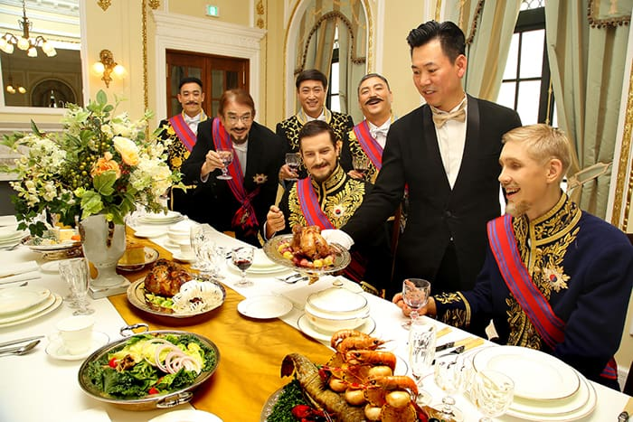 A reenactment of a Korean royal imperial banquet from the Korean Empire (1897-1910) takes place at the Westin Chosun Hotel in Seoul on Oct. 11. The event commemorates the 120th anniversary of the proclamation of the Korean Empire.