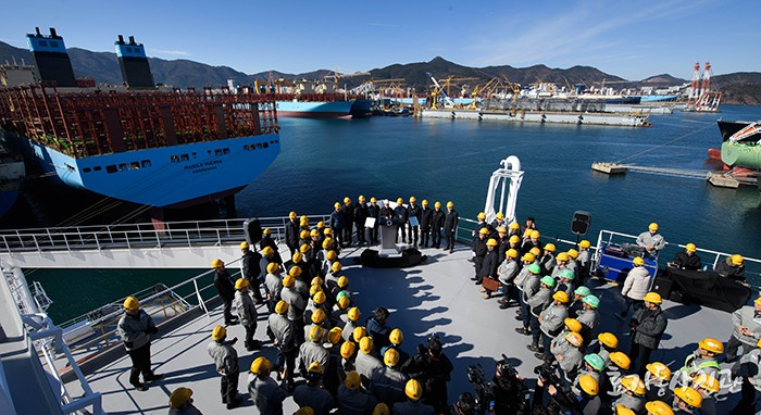 President Moon Jae-in delivers a congratulatory speech on the back deck of the liquefied natural gas tanker 'Vldaimir Rusanov' at Daewoo Shipbuilding and Marine Engineering' Okpo Shipyard in Geoje, Gyeongsangnam-do Province, on Jan. 3.