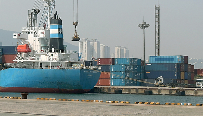 The Ministry of Trade, Industry and Energy and the Korea Customs Service said on Oct 29 that the accumulated amount of Korea's annual exports outstripped US$500 billion within the shortest period of time. (Korea.net DB)