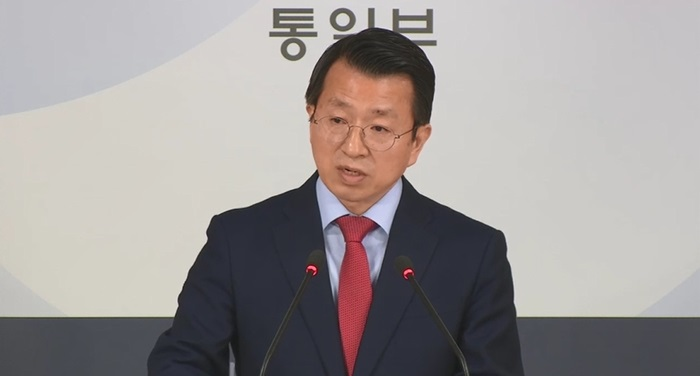 Unification ministry spokesperson Baik Tae Hyun briefs the press about the schedule for the opening of the South Korea-North Korea joint liaison office at the Government Complex Seoul on Sept. 12. (Ministry of Unification)