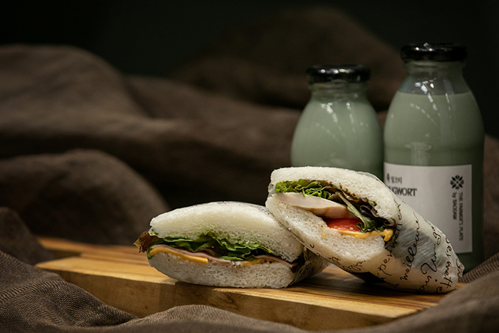 The above sandwich is made of rice cake instead of white bread. It goes particularly well with soy bean yogurt.