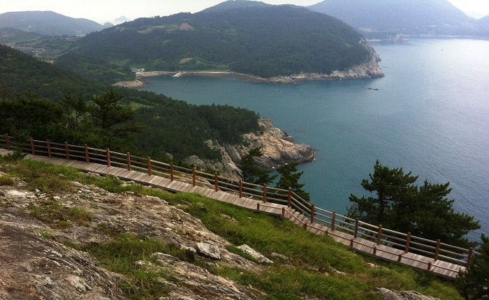 Beaches and the sea are two of the most popular travel destinations during the summer. This year, Korail recommends the South Sea in Yeosu and Daecheon Beach in South Chungcheong Province. Pictured is the sea as seen from Geumodo Island in Yeosu.