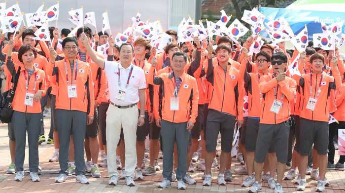 Korean athletes and officials march into the athletes' village at the 2015 Gwangju Summer Universiade during a ceremony to mark their admission.