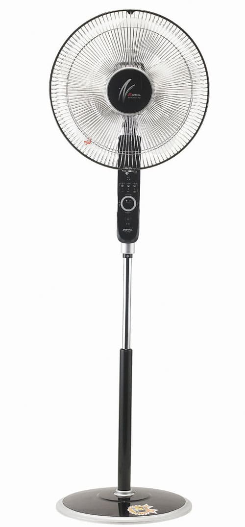 To prevent users from getting hit by the fan blades, Shinil applies a child-lock to its 'smart touch safety' electric fans.