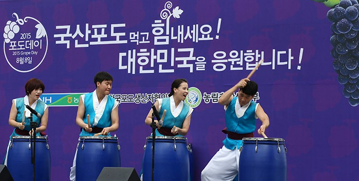 Drummers perform during Grape Day 2015 on Aug. 6.