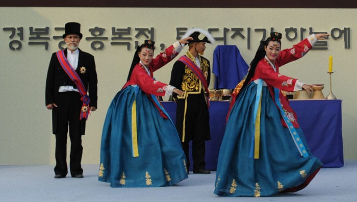 Dance performances are held to mark the beginning of restoration work on the Heungbokjeon, on Oct. 23 in Seoul.