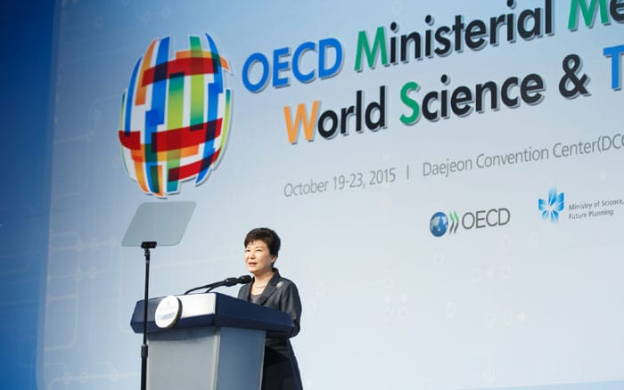President Park Geun-hye emphasizes the importance of bold innovation based on science, technology and innovation in order to overcome crises faced by the world economy. She was speaking during the opening ceremony of the OECD Ministerial Meeting Daejeon 2015.