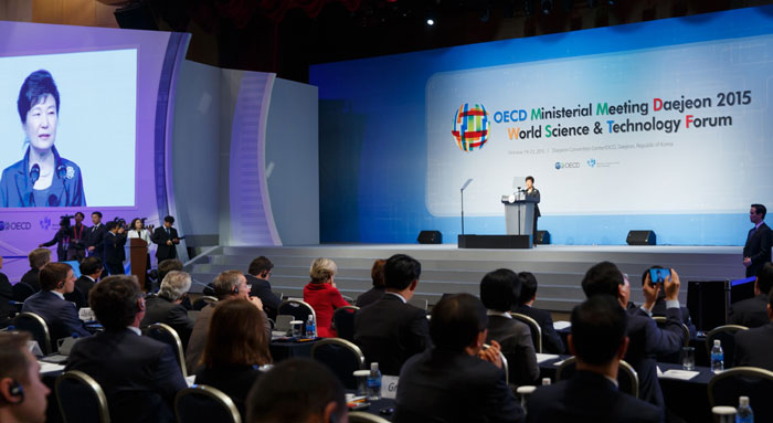 The OECD Ministerial Meeting Daejeon 2015 opens on Oct. 20. Ministers and vice ministers from 57 countries and the heads of 12 international organizations attended the gathering.