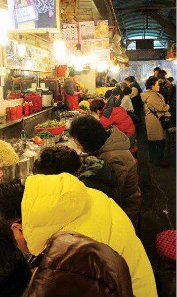 Seoul_Alley_Kalguksu_02.jpg