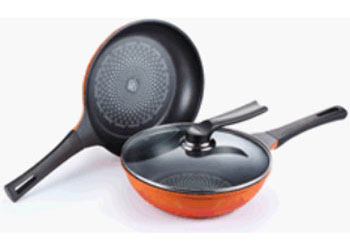 Poong Nyun's diamond-coated frying pans are 26 centimeters in diameter, the ideal size to make naan. This product has won favorable responses from Indian customers.