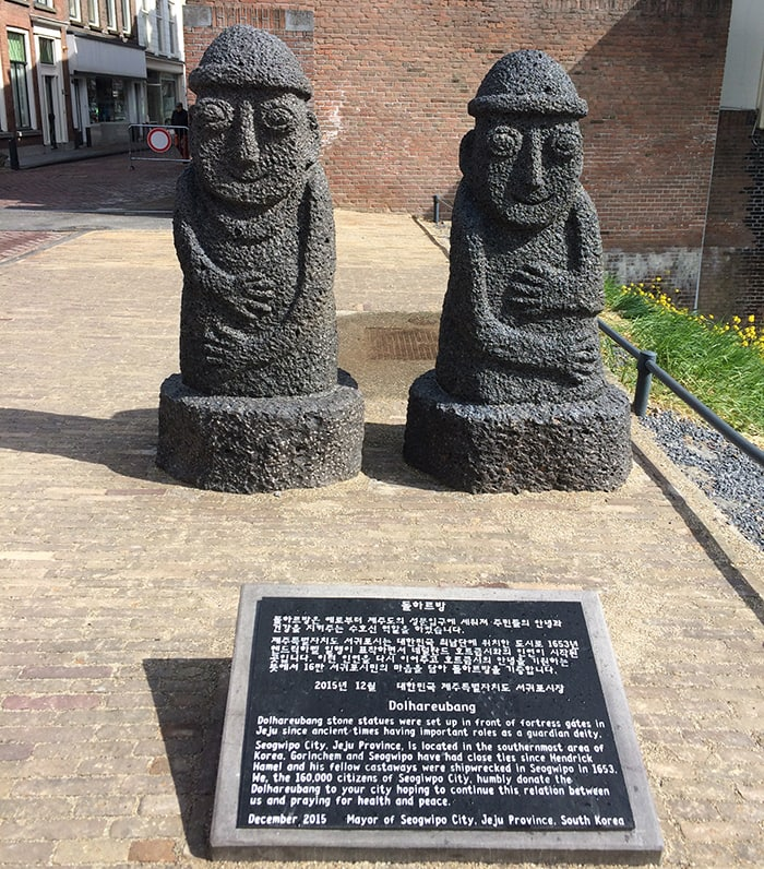 A pair of volcanic <i>dol hareubang</i> statues are donated to the city of Gorinchem in the Netherlands on April 28.