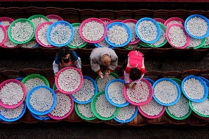 A bronze prize winning photo shows people preparing rice balls to make red bean porridge ahead of the Dongji holiday. The photo was taken at Samgwangsa Temple in Busan.
