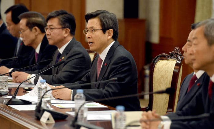 Acting President Hwang Kyo-ahn asks diplomats and security officials to work hard at carrying out the government's foreign affairs and security policies, especially in times such as these when diplomacy and security are of the utmost importance. He presides over the meeting at the Government Complex-Seoul on Jan. 16.
