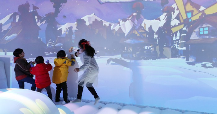 Children at the 'tech igloo' at Seoul Plaza on Jan. 30 enjoy a VR snowball fight against some VR monsters.