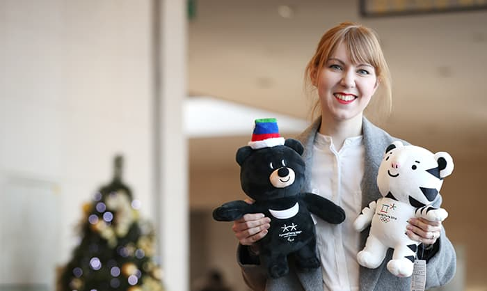 Henna Puumala, a Finnish volunteer that will serve as an interpreter at the PyeongChang 2018 Olympic Winter Games, holds up plush toys of the two Olympic and Paralympic mascots, Soohorang and Bandabi, at the National Museum of Korea on Jan. 10.