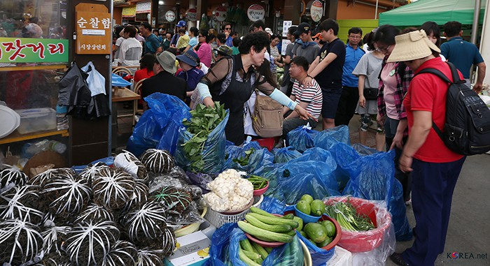 Starting in 1966, the Jeongseon Arirang 5-day Market is a popular traditional market in Gangwon-do Province and one of the largest traditional markets anywhere in Korea.