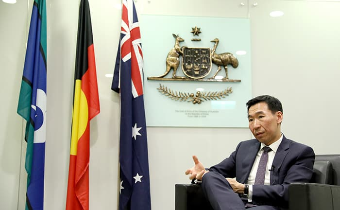 Australian Ambassador to Korea James Choi hopes that the 2018 Inter-Korean Summit can lead to more dialogue between the two Koreas so that it can develop into denuclearization negotiations.