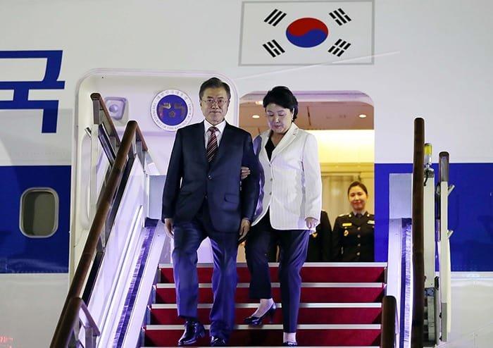 Arriving_Seoul_President_Moon_01.jpg