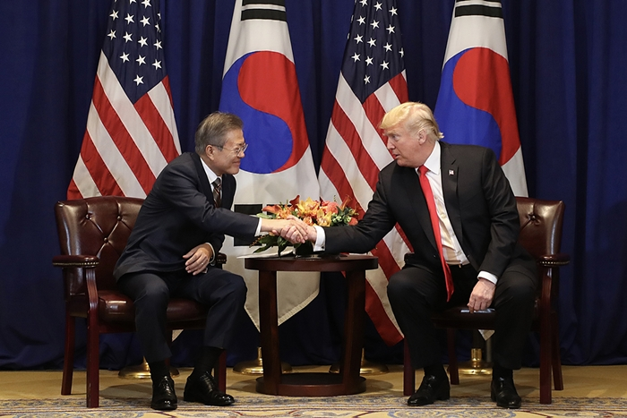 President Moon Jae-in will visit Washington from April 10-11 for a summit with U.S. President Donald Trump. The two leaders are shown in this photo from Sept. 24, 2018, during the United Nations General Assembly at the Lotte New York Palace Hotel in New York. (Cheong Wa Dae)