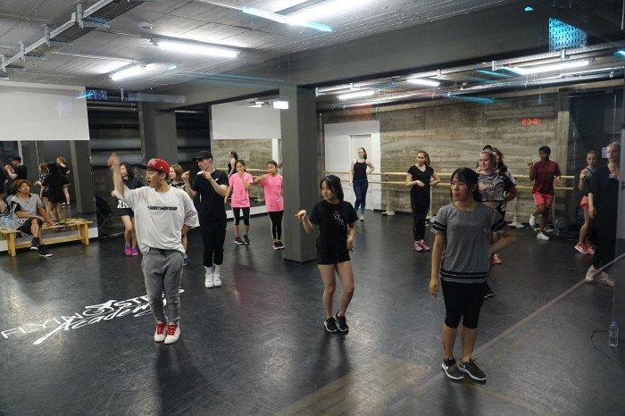 Participants learn K-Pop dances through the 2018 K-Pop Academy of Korean Cultural Center in Berlin, Germany.