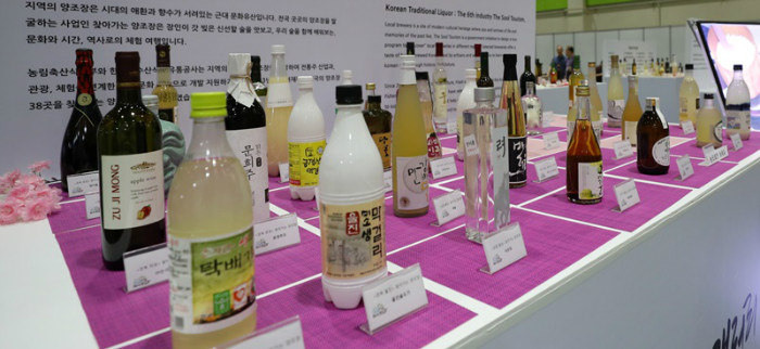 A traditional liquor gallery exhibits over 100 traditional Korean spirits reflecting the various characteristics of regions in Korea.