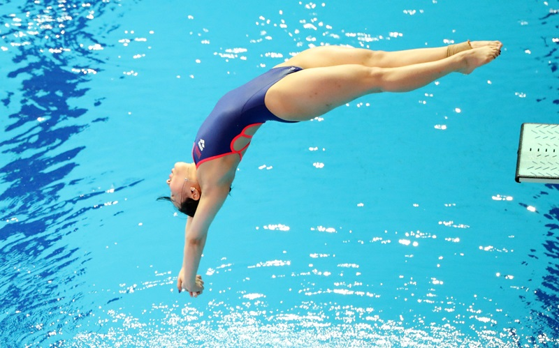 Korean diver Kim Su-ji on July 13 competes in the final of the women's 1-meter springboard at the 18th FINA World Aquatics Championships at Nambu University Municipal Aquatics Center in Gwangju. She became her country's first to earn a diving medal (bronze) in a world championship. (Yonhap News)
