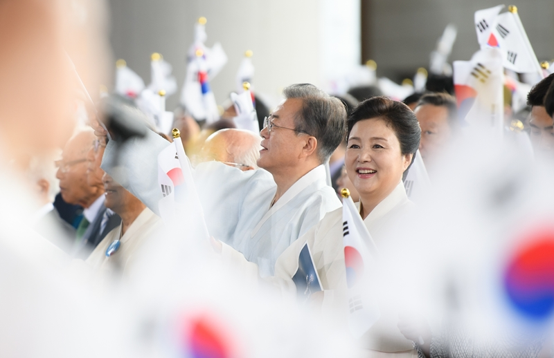 President Moon Jae-in on Aug. 15 gives a celebratory speech in a ceremony marking the 74th National Liberation Day at the Independence Hall of Korea in Cheonan, Chungcheongnam-do Province. (Cheong Wa Dae)