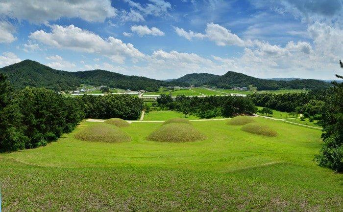 Baekje royal tombs_Buyeo.jpg