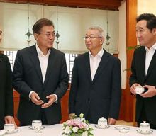 President briefs top aides on overseas visits