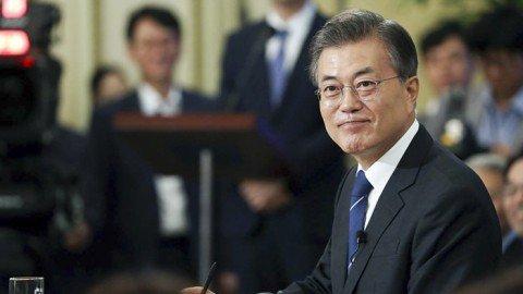 Cheong Wa Dae video shows President Moon's human side