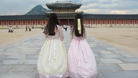 Is there a proper way to wear Hanbok?