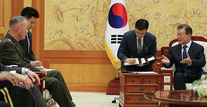 Korea_US_Meeting_CheongWadae_0815_01.jpg