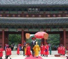 King Jeongjo's parade turns back clock 222 years